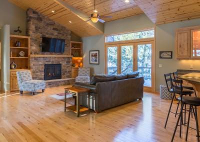 Horseshoe Lake Home - Living